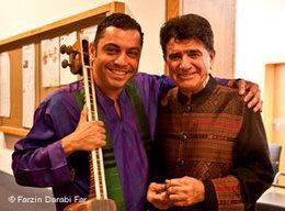 Mohammad Reza Shajarian (r.) mit dem iranischen Musiker Farzin Darabi Far; Foto: © Farzin Darabi Far