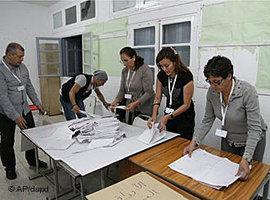 Wahllokal in Tunis; Foto: AP/dapd