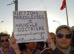 """Demonstration gegen """"Ennahda"""" in Tunesien; Foto: dapd"""
