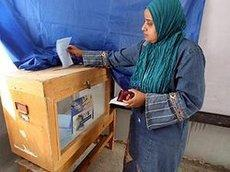 An Egyptian woman casting her vote (photo: dpa)