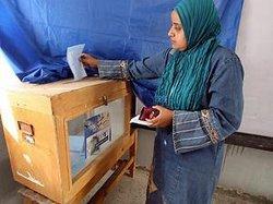 Ägypterin bei der Stimmabgabe; Foto: dpa