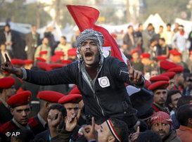 Demonstrant am Tahrir-Platz in Kairo; Foto: AP