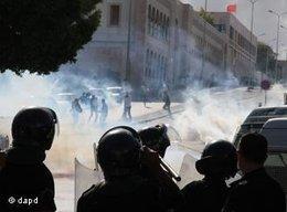 Proteste gegen die Ausstrahlung von persepolis von Marjane Satrapi in Tunis; Foto: dapd