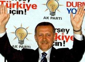 Erdogan nach dem Wahlsieg seiner AKP in Istanbul; Foto: dpa