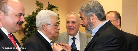 Mahmoud Abbas, Führer der Fatah und Hamas-Führer Khaled Meschal; Foto: AP