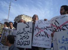 Mohammed Hashim (centre) during a demonstration on Tahrir Square against Mohammad al-Sawi's appointment as Culture Minister (photo: DW)