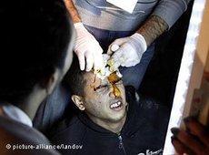 Niedergestreckter Demonstranta auf dem Tahrir-Platz; Foto: picture alliance