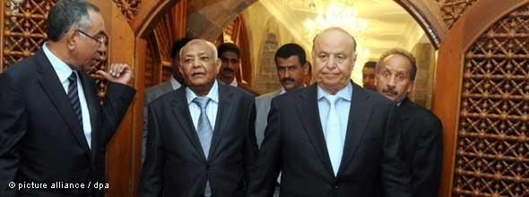 Jemenitischer Vizepräsident Hadi (rechts) und Premierminister Basindawa (mitte); Foto: dpa