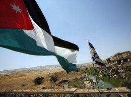 Jordanische und israelische Fahnen am Fluss Jordan; Foto: AP
