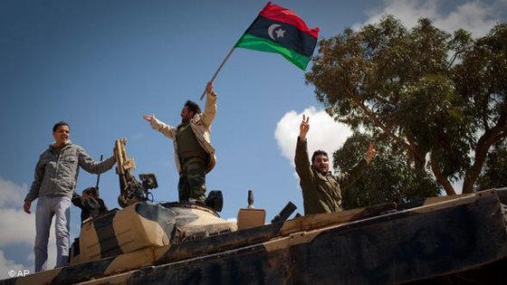 Libysche Rebellen nach der Einnahme Benghazis im März 2011; Foto: AP