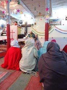 Die Mitternachtsmesse in der Kirche der France Colony; Foto: Nusrat Sheikh