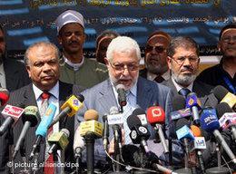 Presseerklärung der Muslimbrüder nach Gründung ihrer Freiheits- und Gerechtigkeitspartei im April 2011; Foto: dpa