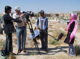 Junge TV-Journalisten in Kabul; Foto: DW