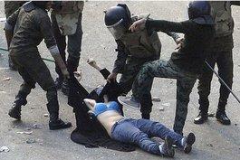 Polizeimob misshandelt Ägypterin in Kairo; Foto: dapd