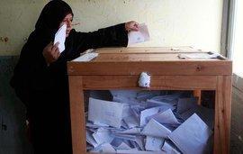 Wählerin bei der Stimmabgabe in El Arish; Foto: Reuters
