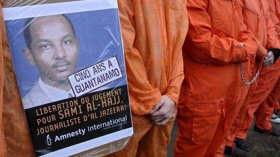 Protestaktion von Amnesty International in Brüssel zur Freilassung Sami Al Hajjs; Foto: dpa