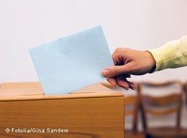 Wählerin bei der Stimmabgabe bei einer Kommunalwahl in Deutschland; Foto: Gina Sanders/Fotolia