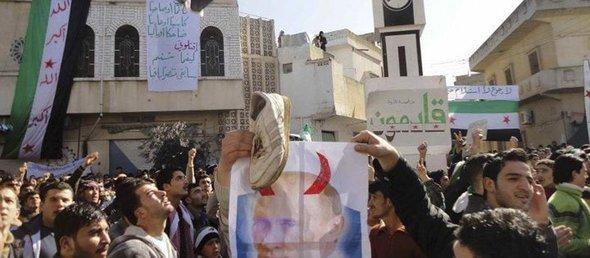 Demonstration von Syrern gegen Putin in der Nähe von Homs; Foto: Reuters