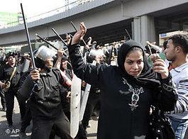 Gewalt gegen Frauen während der Aufstände in Ägypten; Foto: AP