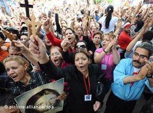 Protestierende Kopten vor dem ägyptischen Staatsfernsehen am 13. Mai 2011; Foto: dpa