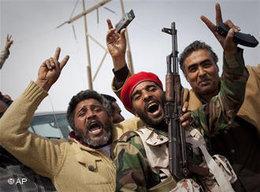 Libysche Rebellen in Tripolis; Foto: AP