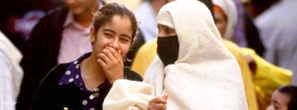 Zwei Frauen in Marokko; Foto: AP