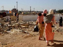 Women in the slums of Casablanca (photo: Ismail Bellaouali/DW)