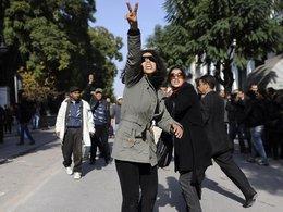 Tunesierinnen während der Proteste gegen Ben Ali; Foto: AP