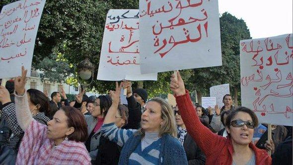 Demonstrantinnen in Tunis; Foto: DW/S. Mersch