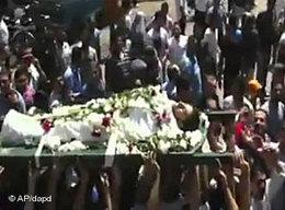 Trauerzug für einen ermordeten Regimegegner in Hama; Foto: AP/dapd