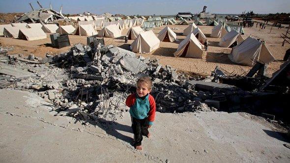 Palästinensischer Junge in einem Flüchtlingslager im Gazastreifen; Foto: dpa