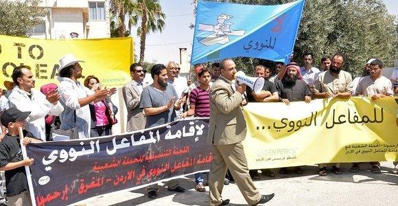 Demonstration von Irhamouna- und Greenpeaceaktivisten gegen das Vorhaben des jordanischen Königs, bereits 2019 einen ersten jordanischen Atommeiler in Betrieb zu nehmen, Foto: © Greenpeace
