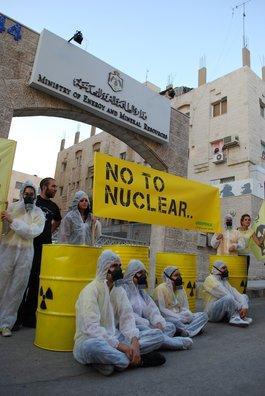 Aktion von Greenpeace- und Irhamouna-Aktivisten vor dem Energiem inisterium in Amman; Foto: &copy, Greenpeace