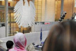 Besucher einer Bundestagssitzung in Berlin; Foto: dpa