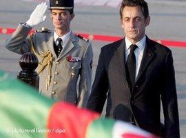 Präsident Sarkozy in Algier; Foto: dpa