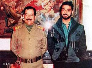 Saddam Hussein und sein Sohn Odari, 1990; Foto: AP
