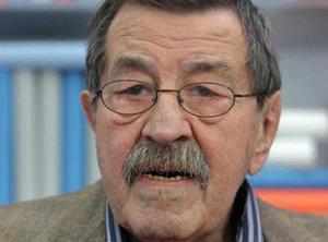 الأديب الألماني المعروف غونتر غراس، الحائز على جائزة نوبل للآداب