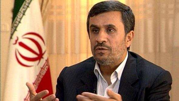 Iranischer Präsident Mahmud Ahmadinedschad im Interview mit ZDF-Moderator Claus Kleber; Foto: ZDF/DW