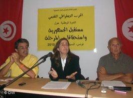 Maya Jribi von der PDP während einer Pressekonferenz; Foto: DW