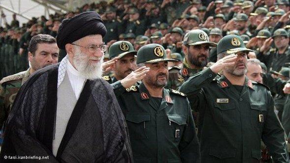 Iran's Revolutionary Leader Ali Khamene'i during a military parade (photo: Iranbriefing.net/DW)