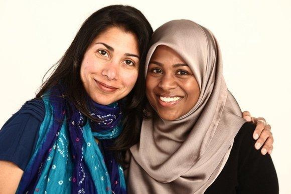 Die beiden Ko-Autorinnen und Herausgeberinnen Ayesha Mattu and Nura Maznavi; Foto: www.loveinshallah.com