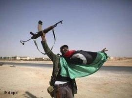 Rebell nach der Eroberung Bani Walids; Foto: dapd