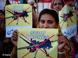Demonstration gegen den Einsatz von Drohnen in Peshawar, Pakistan; Foto: AP/dapd