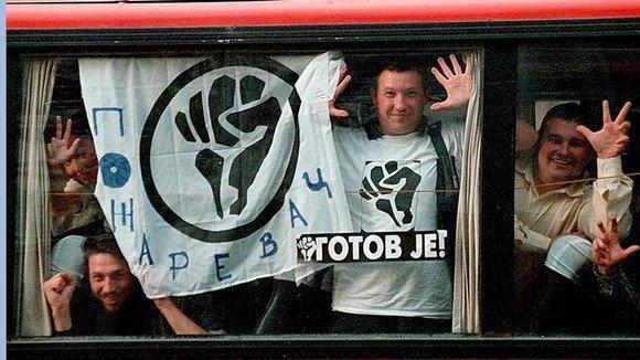 Mitglieder der Studentenbewegung 'Otpor' aus Pozarevac; Foto: dpa