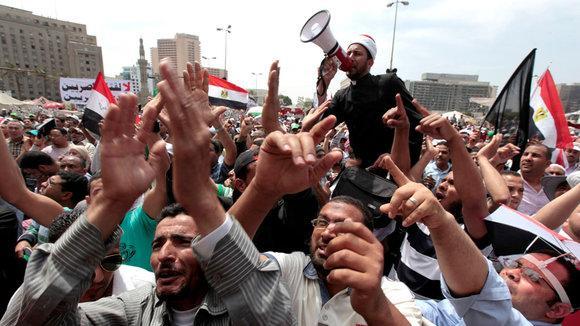 Demonstration von Salafisten und Muslimbrüdern gegen den Obersten Militärrat auf dem Tahrir-Platz in Kairo; Foto: REUTERS/Mohamed Abd El Ghany