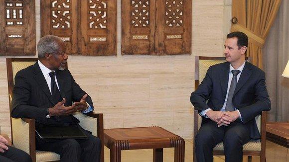 Syriens Präsident Baschar al-Assad (rechts) und der UN-Gesandte Kofi Annan in Damaskus im März 2012; Foto: REUTERS/SANA/Handout