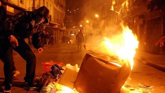 Proteste im Stadtteil Belcourt gegen die Erhöhung der Mieten und Lebensmittelpreise am 6. Januar 2011; Foto: AP/dapd