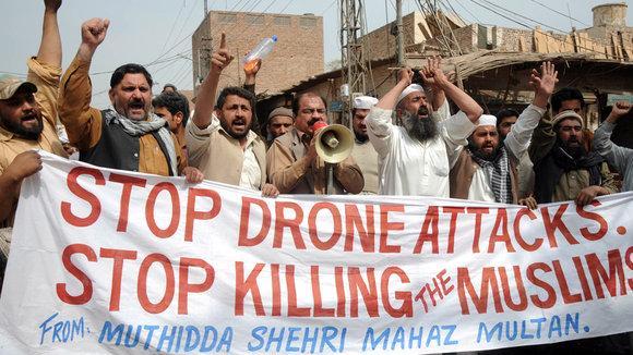 Demonstration im pakistanischen Multan gegen US-Drohneneinsätze; Foto: dpa