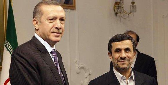 Der iranische Präsident Ahmadinedschad (r.) und der türkische Ministerpräsident Erdogan; Foto: dapd