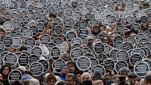 Schweigemarsch anlässlich der Ermordung des Journalisten Hrant Dink am 19.01.2007; Foto: Reuters